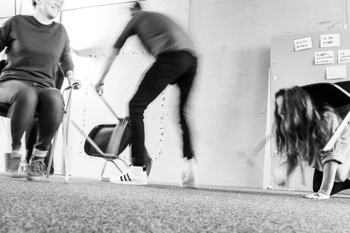 Kreatives Stühle-Rücken: Workshop-Energizer